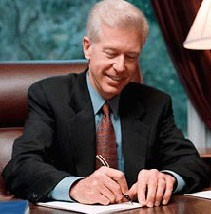 Image of Governor signing a letter